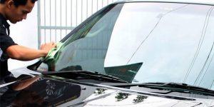Cara Jitu Membersihkan Kaca Mobil yang Buram dan Berjamur