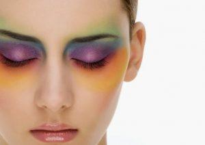 Tak Perlu Produk Mahal, Hilangkan Sisa Make Up Membandel dengan Langkah Sederhana Ini