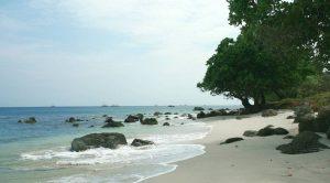 Melepas Penat dan Stres di Pantai Sumur Tiga Sabang