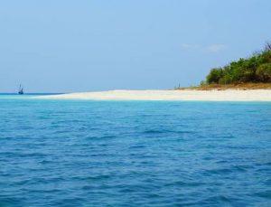 Gili Labak Pulau Kecil Mempesona Milik Madura