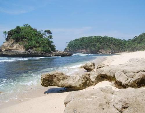 Pantai Jonggring Saloko Kabupaten Malang