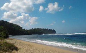 Pantai Paling Mistis di Indonesia